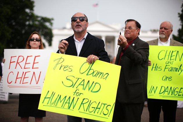 chen vigil-chinese-activist-chen-guangcheng-20120504-111647-546